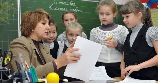 Льготная пенсия учителям: по выслуге лет, изменения, закон.