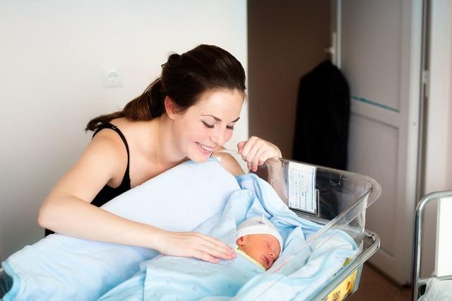 На какой день выписывают из роддома после родов.
