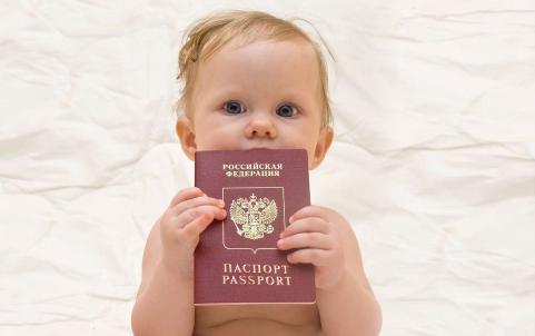 Какой загранпаспорт лучше оформить ребёнку.