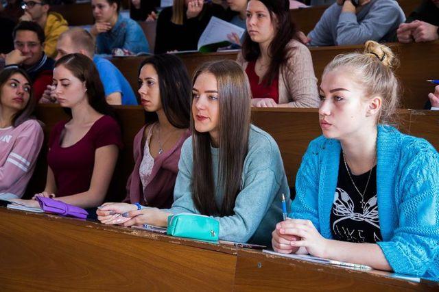 Каникулы у студентов 2020: сколько длятся и когда зимние.